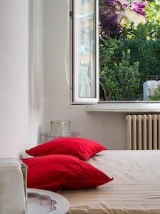 Bright and simple apt in Pontetto - Apartamento