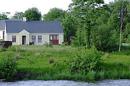 Lakeside Cottage  Kesh Lough Erne - Bungalow