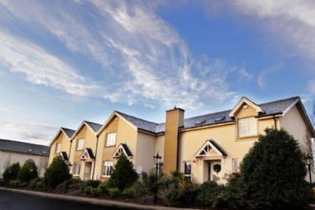 Avon Ri Townhouse, Blessington, Wicklow - 3 Bed - Sleeps 6 - Haus