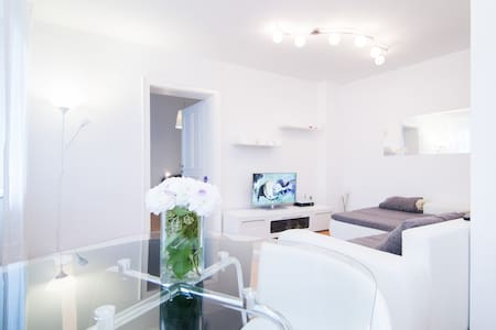 White apartment in heart of Zagreb - Zagreb - Appartement