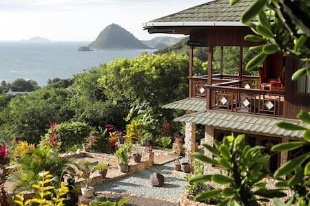 Villa Seirama Alam - Labuan Bajo - Bed & Breakfast