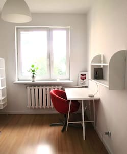 Bright room close to sub/tram/bus, Modlin - Appartement