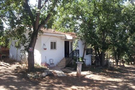 Amazing apartment in pastoral place - Casa nella roccia