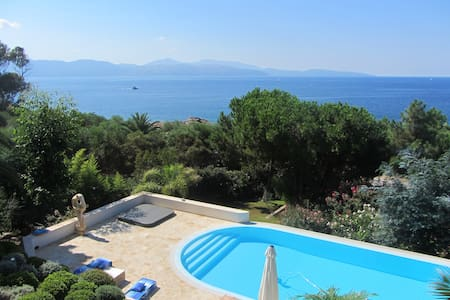 Villa w/ swimming-pool near the sea - Ev