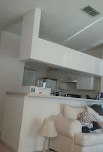 Nice room in condo available in san - Flat