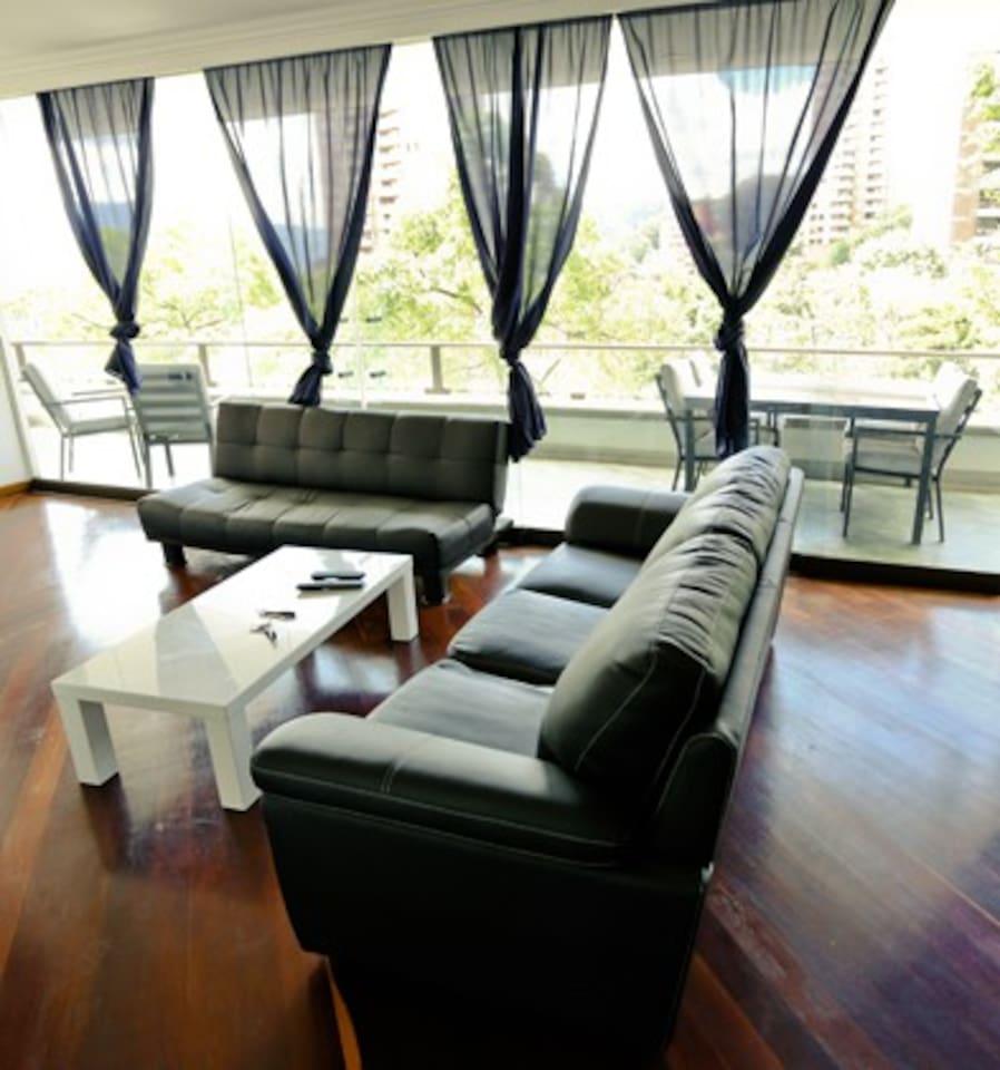 Luxury Apartment  Best Location!