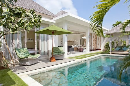 Villa Sunrise by Le Chloe villas