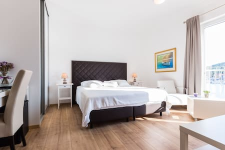 Lavanda 4 Star Luxury Private Room - Sali