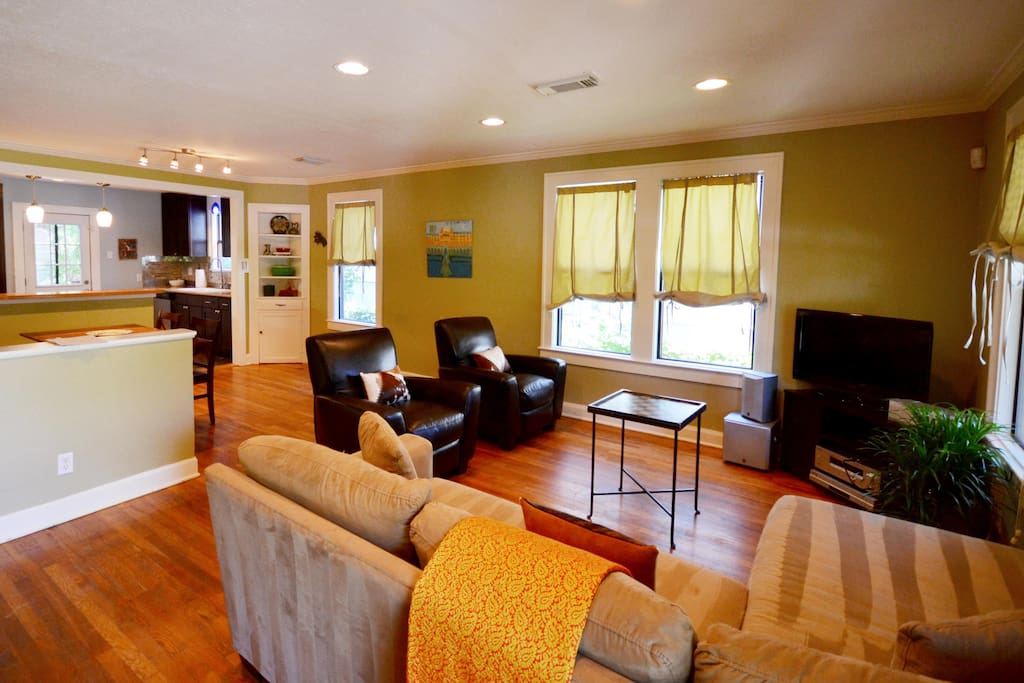 The entry way leads to the open floorplan of the main room.