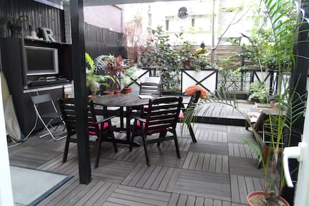 Our spacious one bedroom apartment offers a stylish and comfortable stay in the heart of Happy Valley. Just a 10 minute cab ride from central, the apartment has a large outdoor patio for entertaining and outdoor living, a fully equipped kitchen.