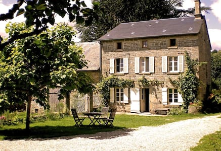 Quiet Farmhouse B&B near Bourganeuf - Bed & Breakfast