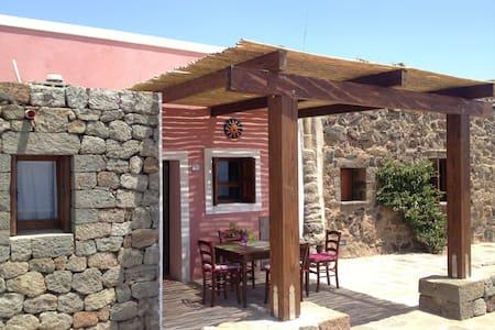 DAMMUSO ROSSO - PISCINA VISTA MARE MOZZAFIATO - Pantelleria - Bed & Breakfast