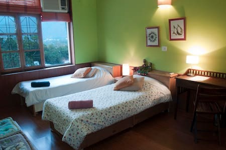 Room type: Private room Property type: Bed & Breakfast Accommodates: 5 Bedrooms: 1 Bathrooms: 2