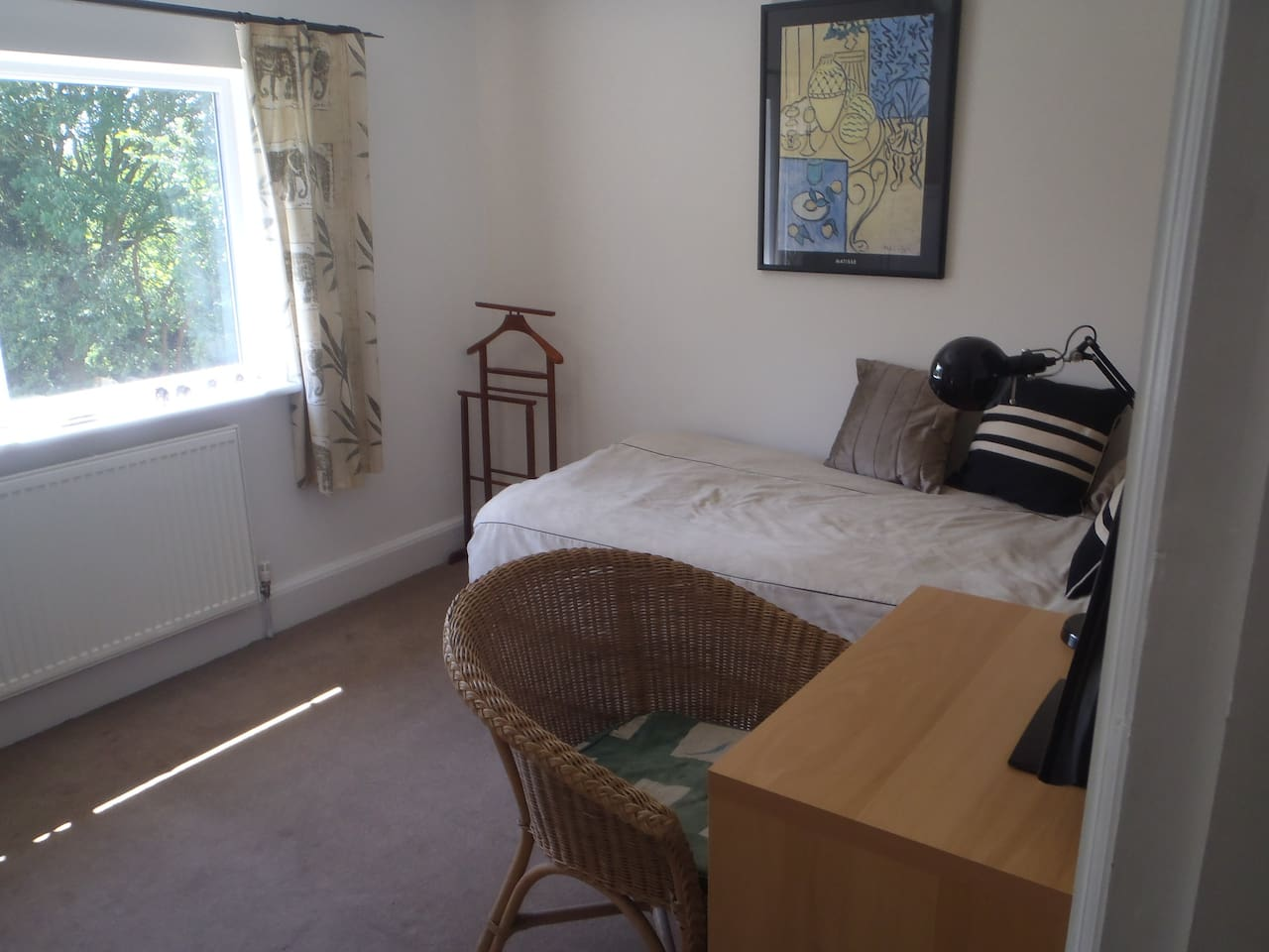 Single room, spacious house opp Uni