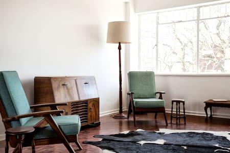 Chic Rosebank Apartment - Apartemen