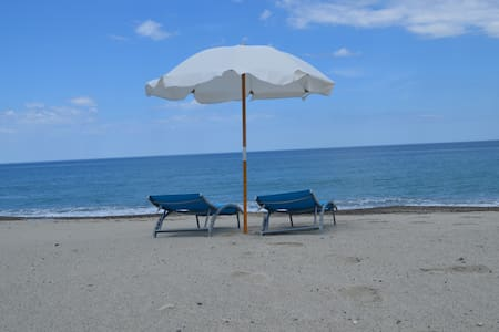 House Just 30 Meters from the sea.  - Santa Caterina Dello Ionio Marina - Apartment