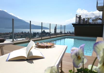 Villa Perla del Lago : garden, pool and hot tub - Domaso