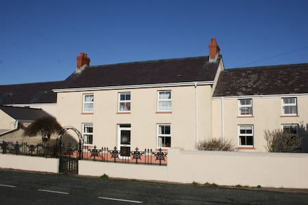 PET FRIENDLY CHARACTER FARMHOUSE - Haverfordwest - Casa