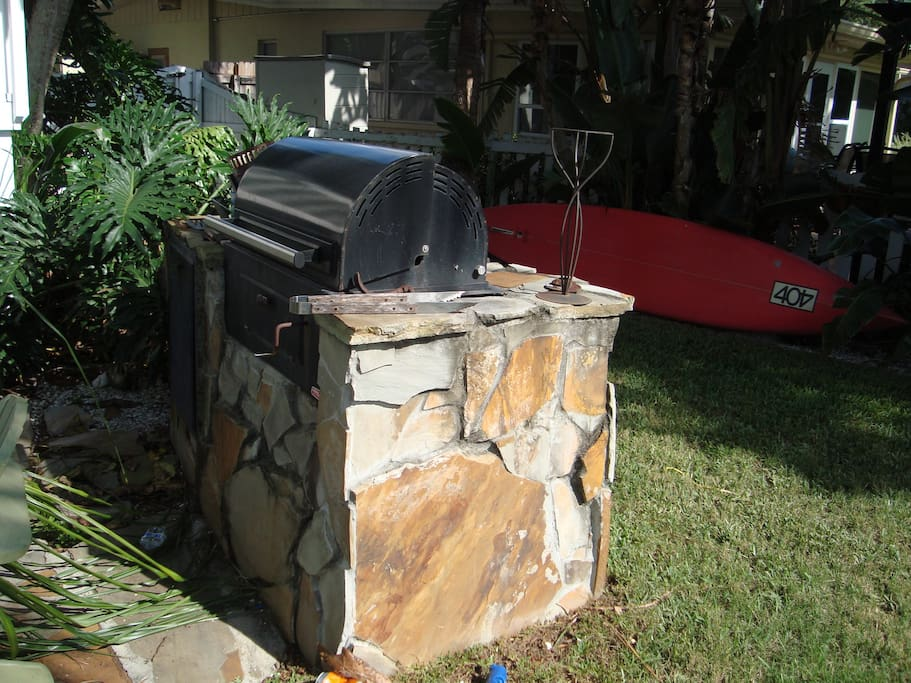 Built in charcoal or wood barbecue and smoker