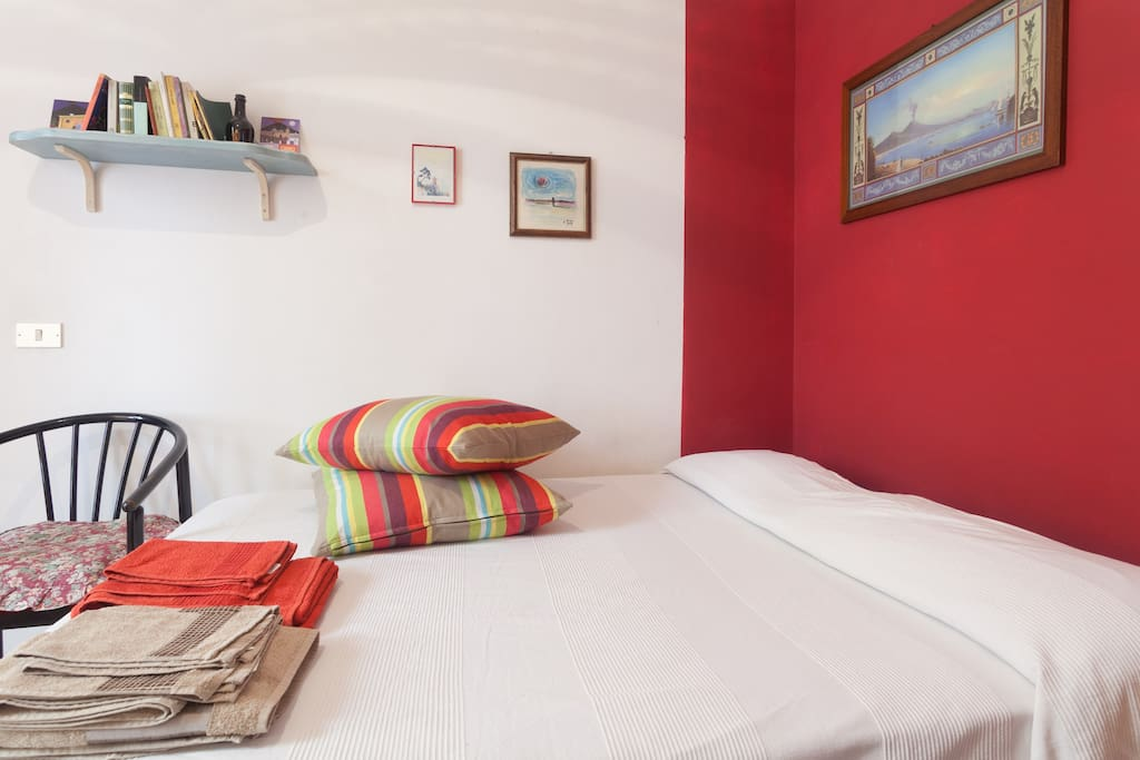 room n° 1 with double bed and private bathroom