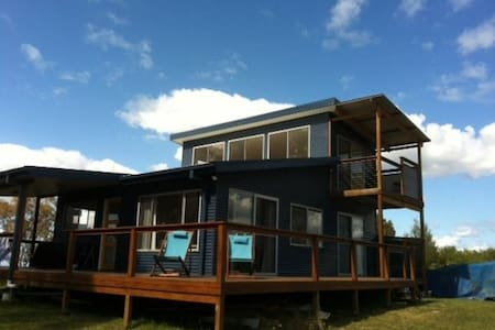 New, 2bed ecohouse with water views - Coomba Park - Hus