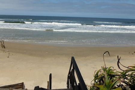 Hermosa casa a metros del oceano!!! - Aguas Dulces - Ház