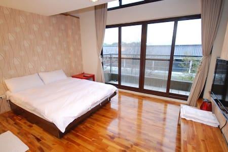三義行館-天窗景觀雙人房(樓中樓) - Bed & Breakfast
