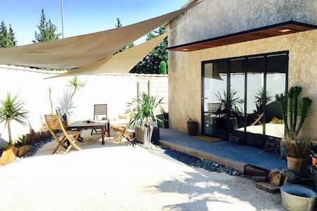 Duplex style loft proche Avignon avec jardin - Dům