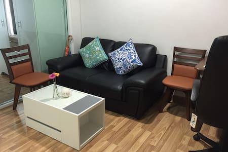 Your own room @BTS Sukhumvit Line - Condominio