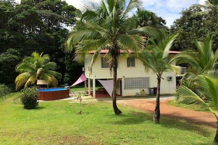 Villa tout confort, 4 chambres, piscine hors-sol. - Casa de campo