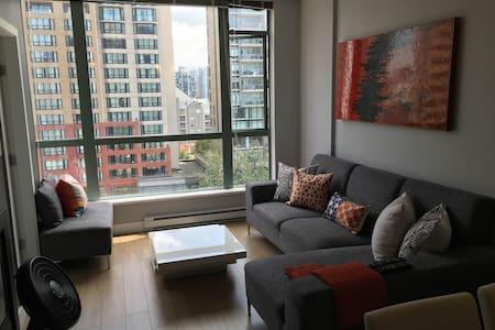 Trendy condo-2 blocks to the beach! - Vancouver - Apartment