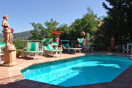 Casa Vania, sleeps 6 guests in Donnini - Donnini - Villa