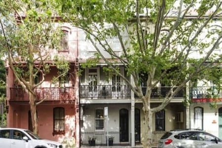 Private room with ensuite, great location - Surry Hills - Townhouse