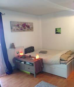 Grand studio tout confort 10 minutes Pte d'Orléans - Appartamento