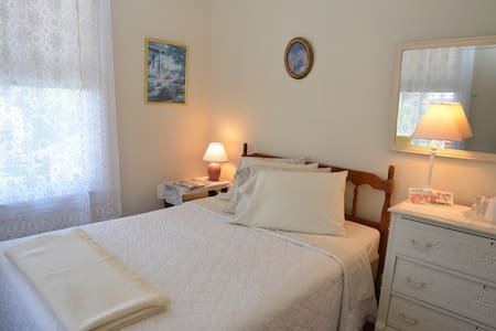 Private Guest Room in Cape May - #0 - House