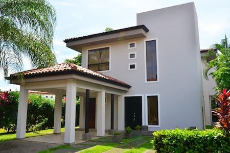 Beachside Ocean-View House with Pool-Gated Comm. - Playa Hermosa - Ház
