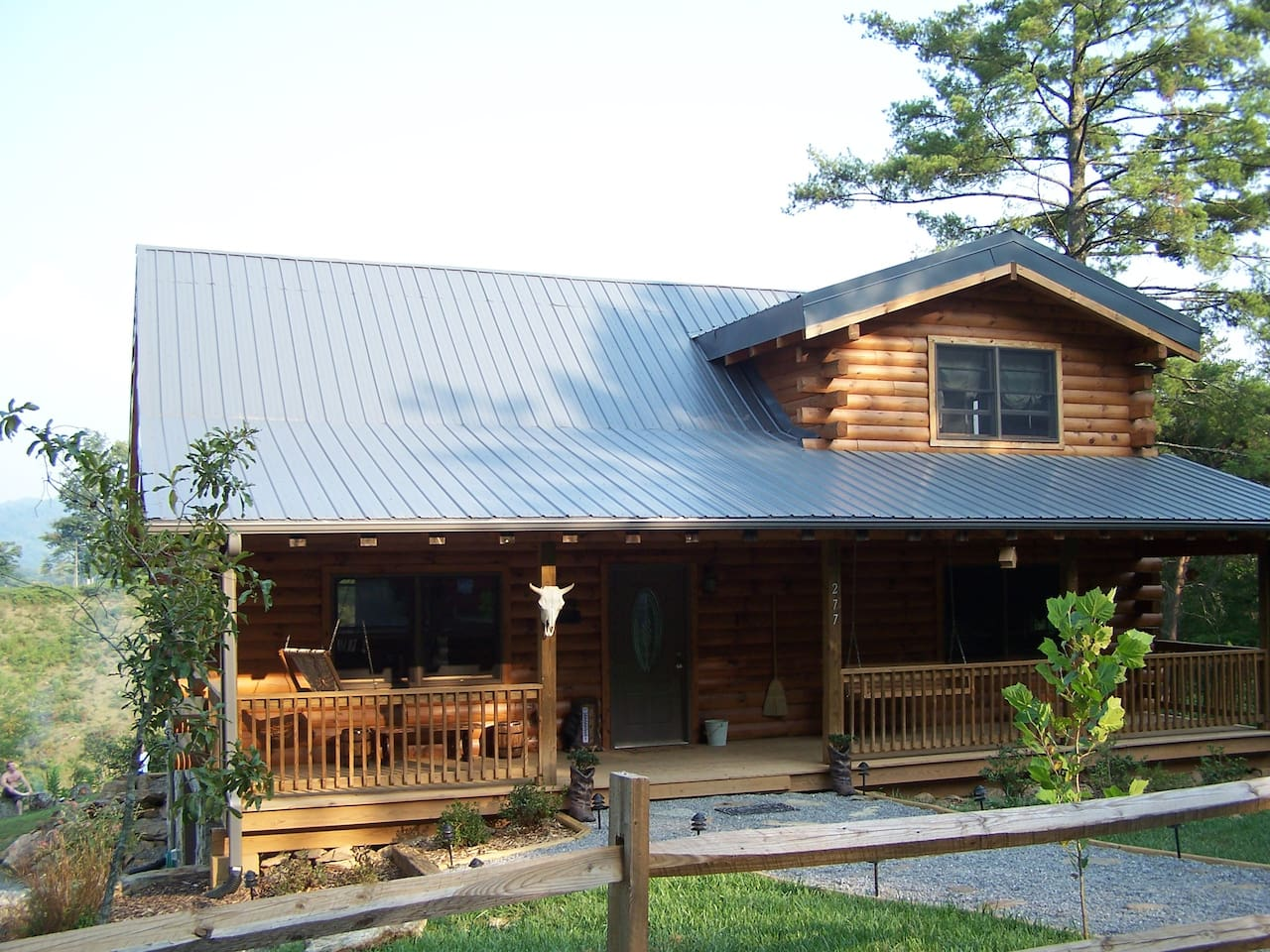 The front on Bison Overlook Lodge