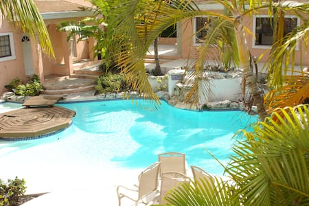 Affordable Getaway in Paradise - Nassau - Apartment