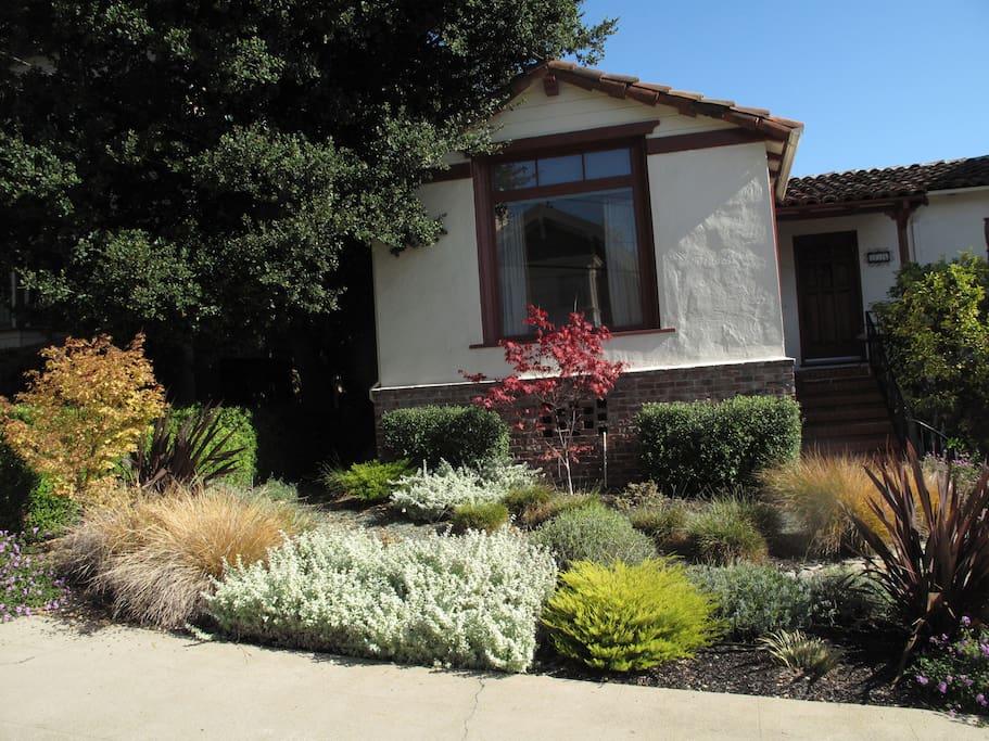(URL HIDDEN) Front Garden