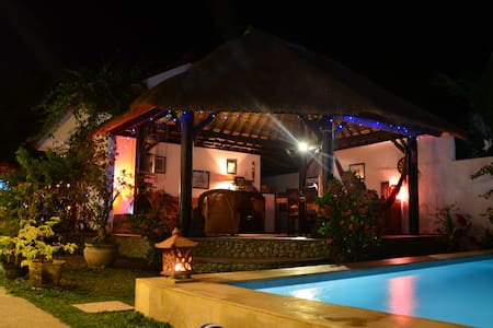 HURRY!!! READ OUR REVIEWS THEN BOOK - Buleleng - Bed & Breakfast