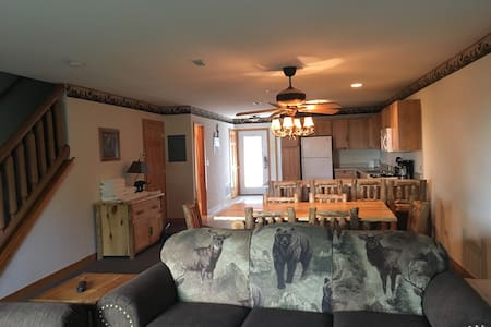 2 Bedroom Townhouse Near Starved Rock - North Utica - Radhus