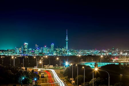 Takapuna, Harbour and City Views - Auckland
