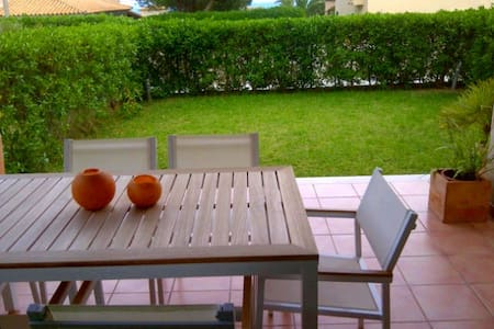 Modern apartment close to the beach - Maison de ville