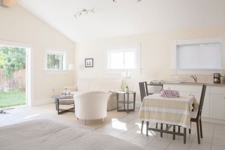 Charming Private Oceanview Cottage - Berkeley - Hus