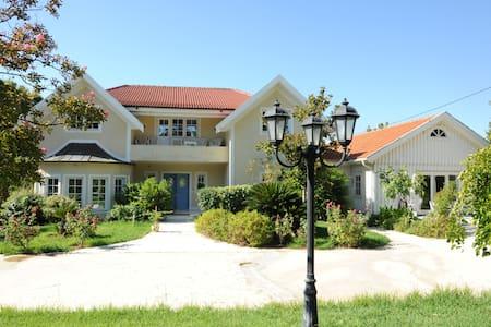 VARIBOBI HOUSE