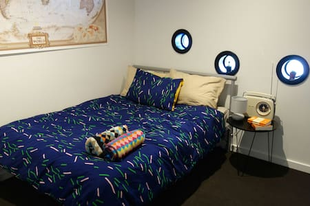 Funky private room w/ bathroom, in amongst it all! - Southbank - Apartment