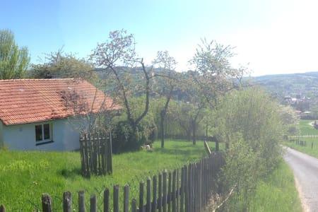 Romantische Hütte in idyllischer Natur - Hut
