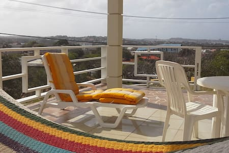 Spacious , affordable and centrally located apt - Willemstad - Apartamento