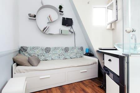 Small rooftop room studio cosy Central Opera - Paris - Apartment