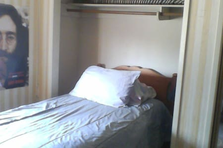 Stockton room $25/nite + airbnb fee - Stockton
